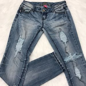 🔥 Almost Famous Jeans 🔥